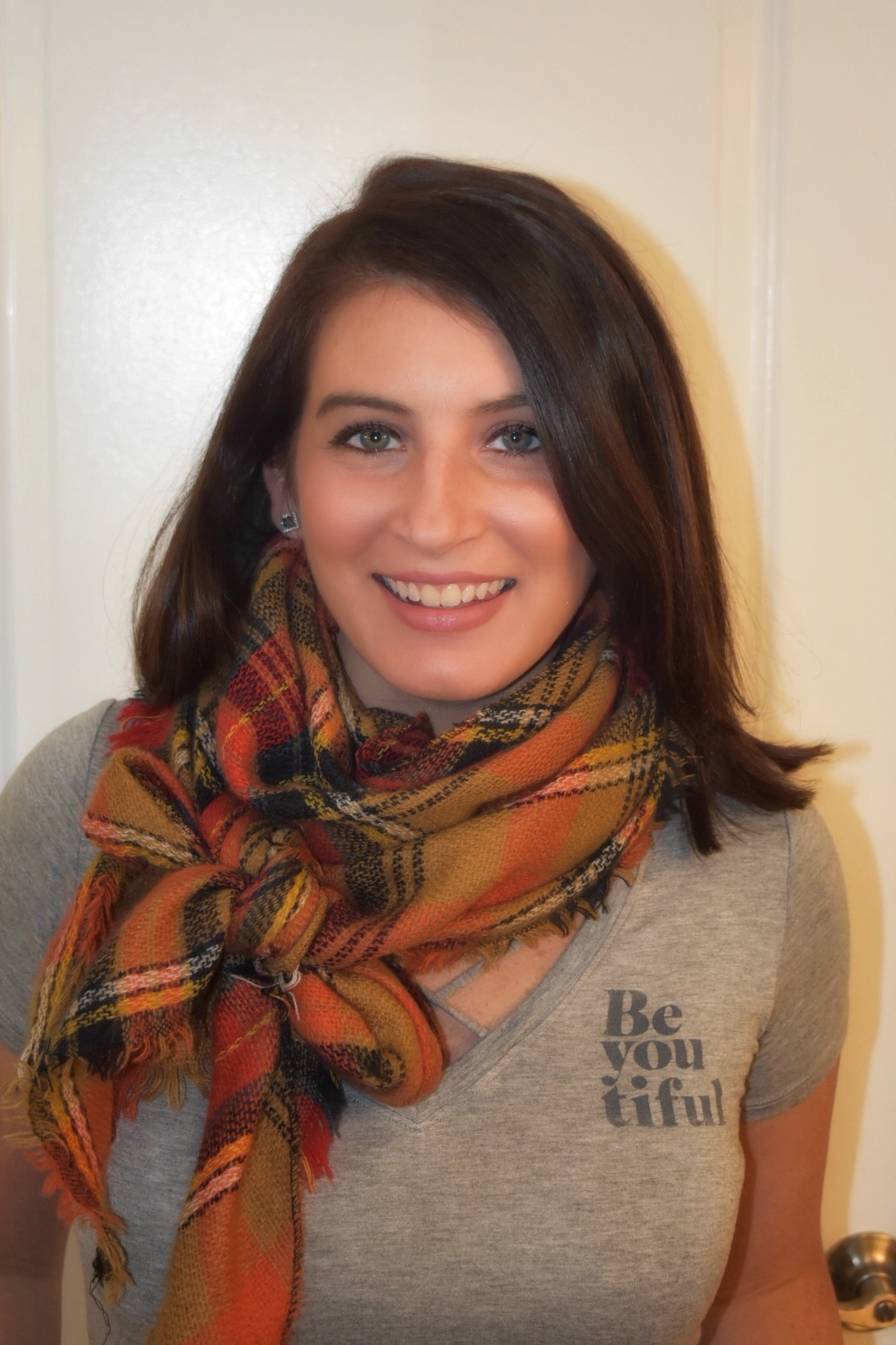 3 Fun & Easy Ways to Tie a Scarf