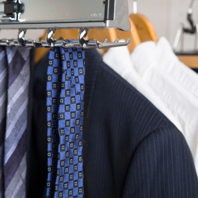 Lifestyle-Closets-Closet-Accessories-Detail1