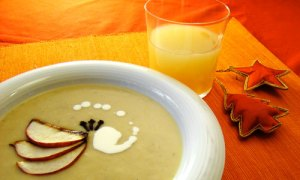 Healthy Potato Soup with BrieCheese and Apples