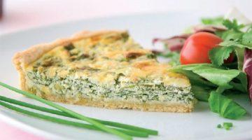 Ricette vegetariane: crostata salata di carciofi e asparagi