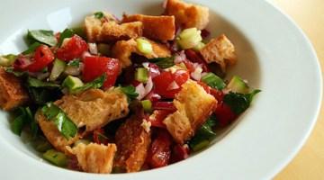 Ricette estive: la panzanella, tutto il sole dell'estate in un piatto