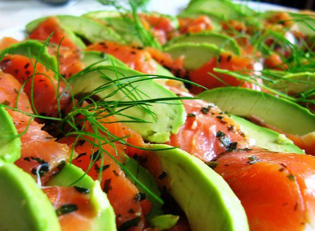 carpaccio-salmone-avocado-lime-pepe-verde