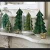 Albero di Natale di carta fai da te: 5 idee riciclo da copiare
