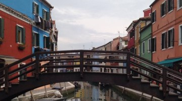 Cosa vedere a Burano: un fantastico acquerello sospeso tra acqua e cielo