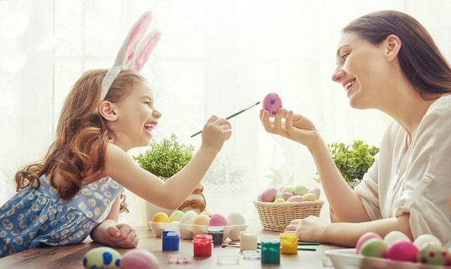 come-fare-uovo-di-cioccolata-in-casa-con-bambini