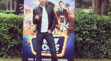 """Giampaolo Morelli: da ispettore a """"poliziotto a 4 zampe"""" per una buona causa (video)"""