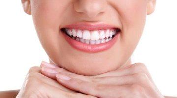 Come sbiancare i denti: nasce il dentifricio al carbone nero