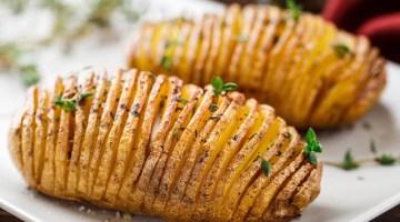 Patate hasselback: la ricetta con scamorza e prosciutto