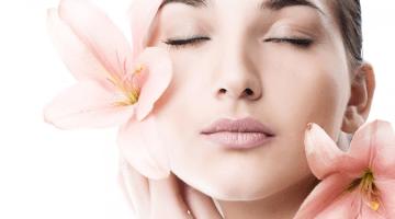 Come avere una pelle luminosa: viso lucente e labbra morbide con Darphin