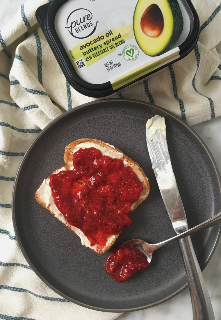 Healthy homemade strawberry chia jam (no sugar added)