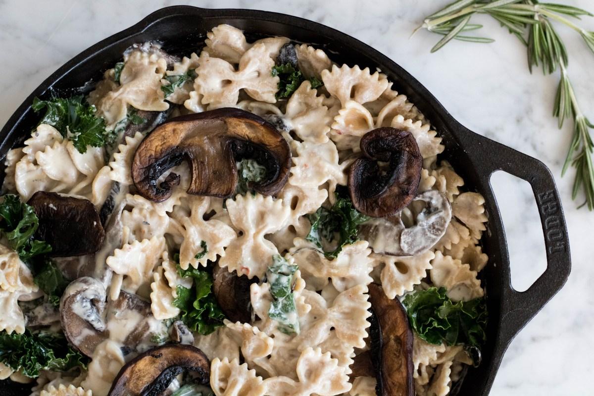 Vegan creamy Kale & mushroom pasta