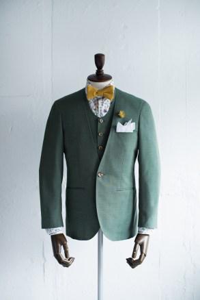 グリーンでカジュアルなノーカラータイプの新郎衣装|lifestyleorder