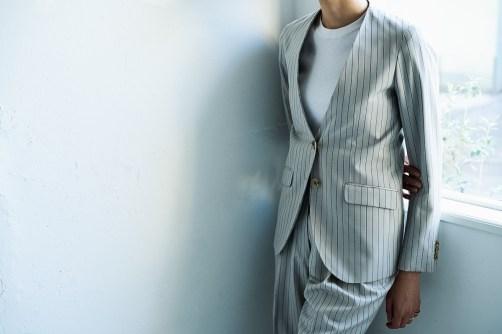 衿の無いノーカラータイプのレディースオーダースーツ|lifestyleorder