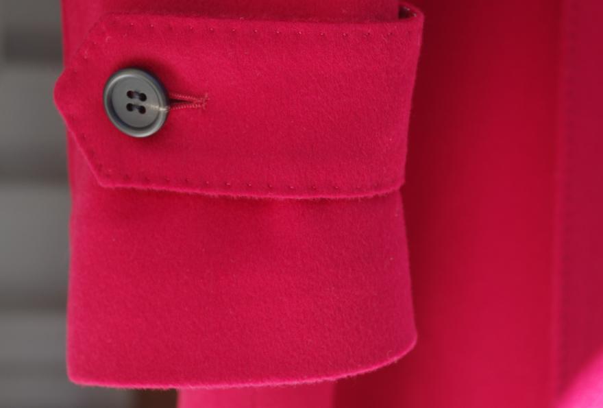 赤ステンカラーコート袖口タブ