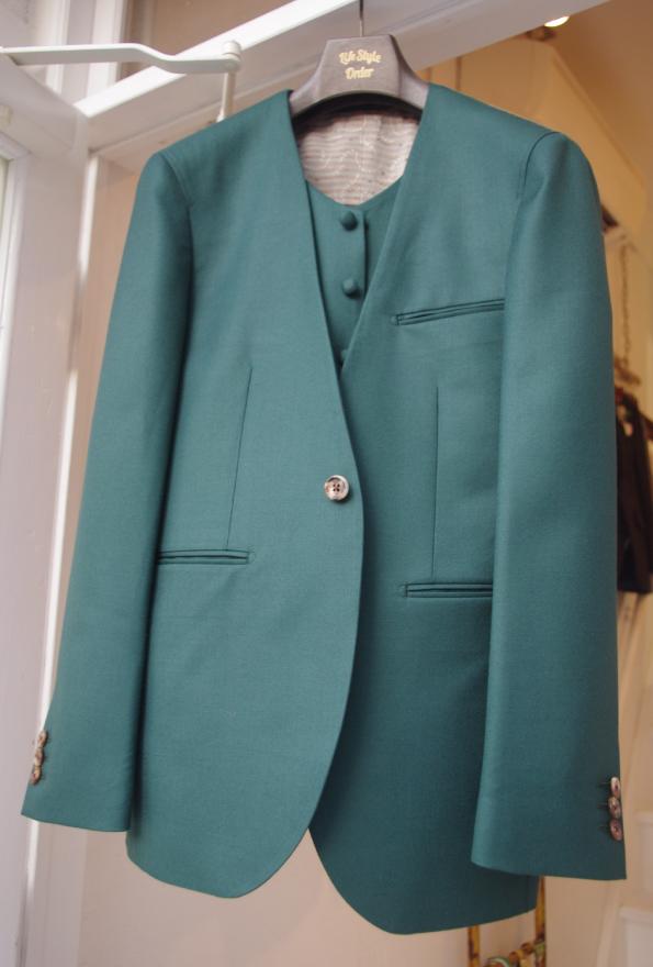 グリーンノーカラージャケット