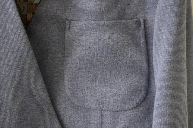 ジャージー素材のセットアップスーツ