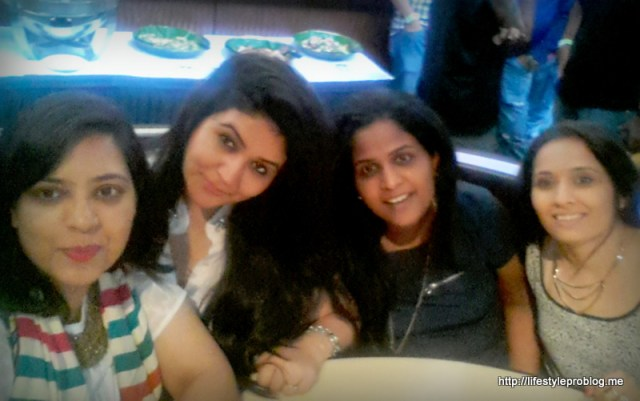 Mommy Bloggers during Flipkart Li'l Stars IndiMeet