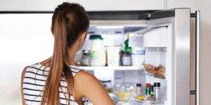 landscape-1508405432-woman-looking-in-fridge