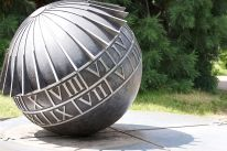 800px-Sundial_-_Flickr_-_p_a_h