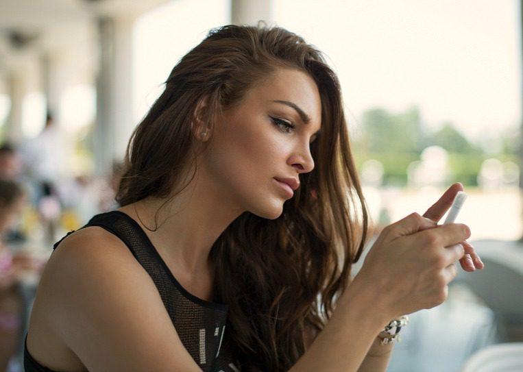 smart_phone_app_girl.jpg