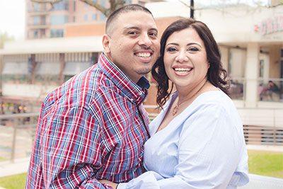 Hispanic adoptive couple hoping to adopt, pareja adoptiva hispana con la esperanza de adoptar