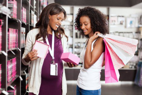 pregnant woman working retail in her third trimester
