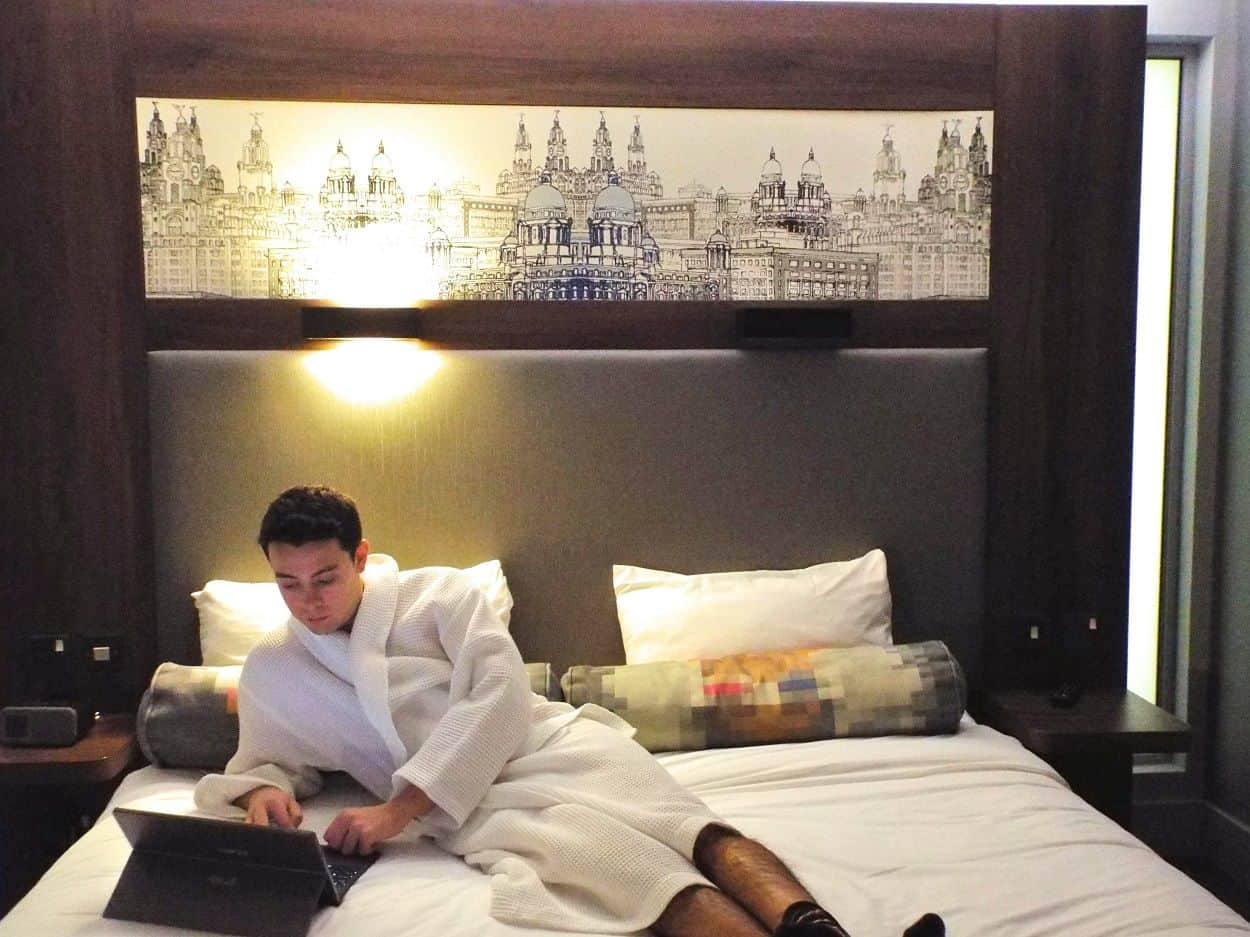 Aloft-liverpool-hotel-room-bed