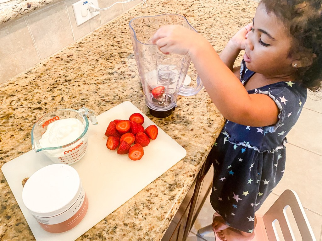 How to get your toddlers to eat their veggies with this Strawberry Smoothie Recipe.