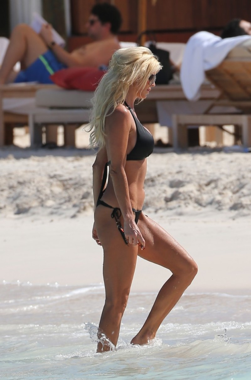 Victoria Silvstedt 25