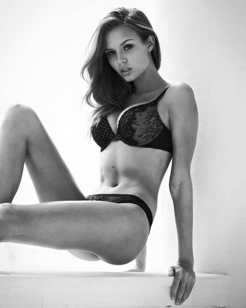 Josephine Skriver 38