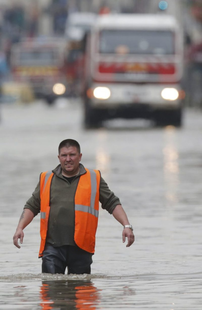 A city worker walks through a flooded area during a massive rescue operation after heavy rainfall in Nemours, southern Paris, June 1, 2016. REUTERS/Christian Hartmann