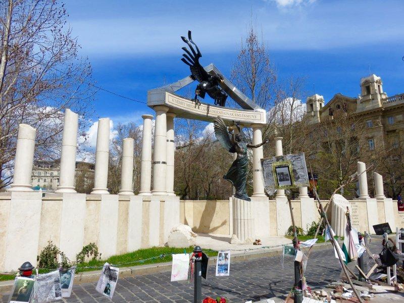 budapest hungary monument image