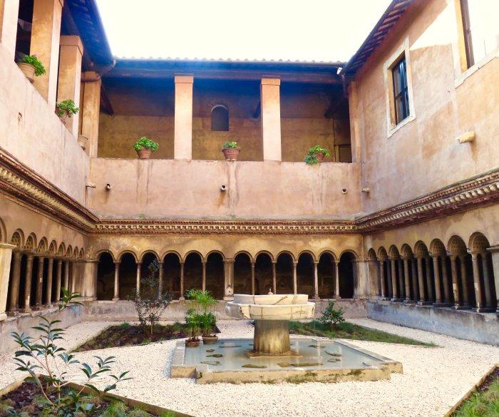 quattro-coronati-cloisters