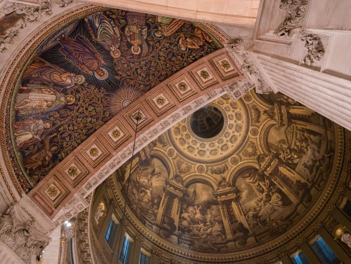 inside st. paul's cathedral in london england