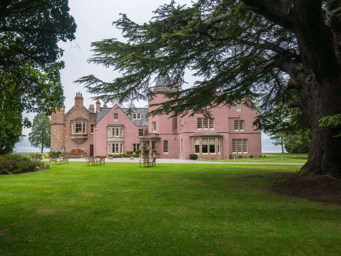 Bunchrew House Hotel, the prettiest place to stay in Inverness, Scotland