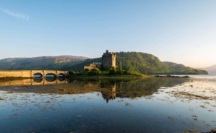 eilean donan castle scotland at sunset