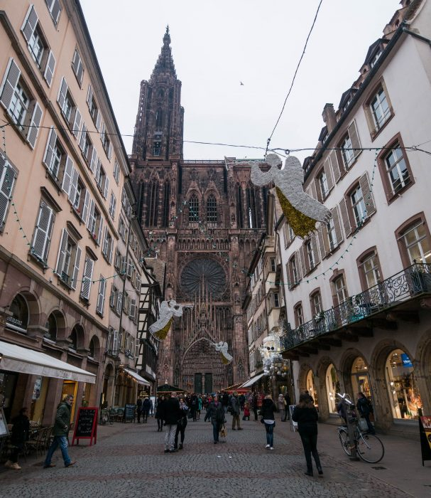 strasbourg cathedral exterior at christmastime