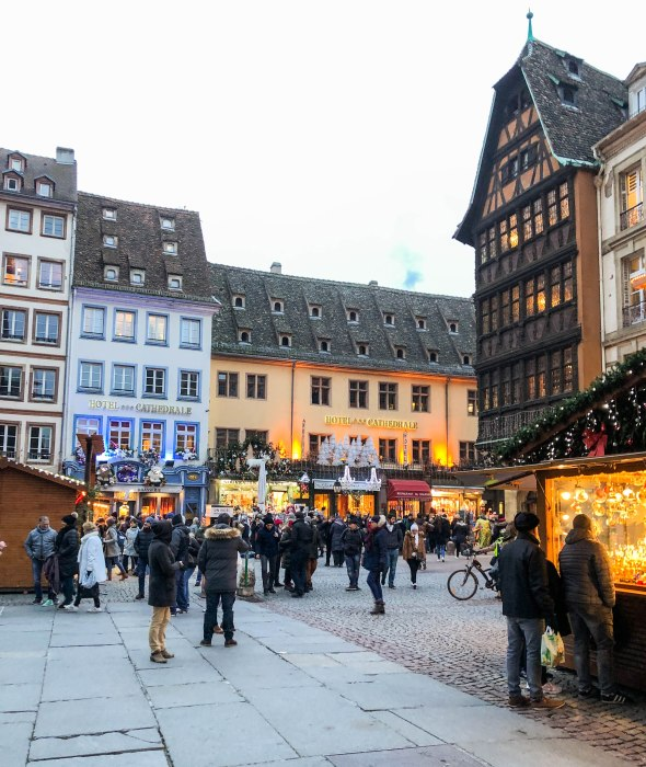 image de marché de noël de strasbourg à la place de la cathédrale - image of strasbourg christmas market by Strasbourg Cathedral
