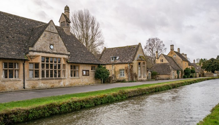 lower slaughter cotswolds homes along the river eye
