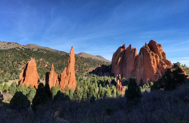 hike through garden of the gods to see beautiful sights