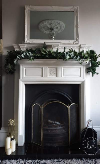 Super Easy Christmas Mantelpiece Garland