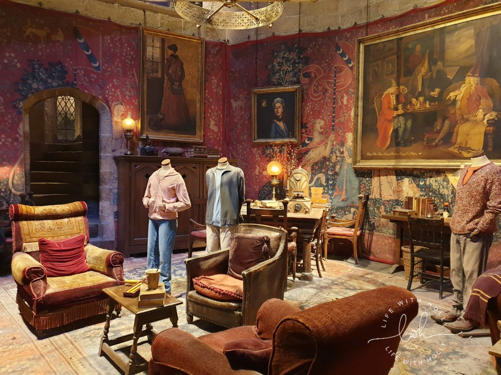 Gryffindor Common Room Harry-Potter-Studios-Tours-Tips-and-Advice-for-Getting-the-Most-Out-of-Your-Trip-by-Life-with-Holly
