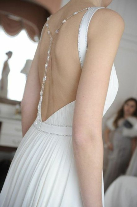 backless wedding dress trend