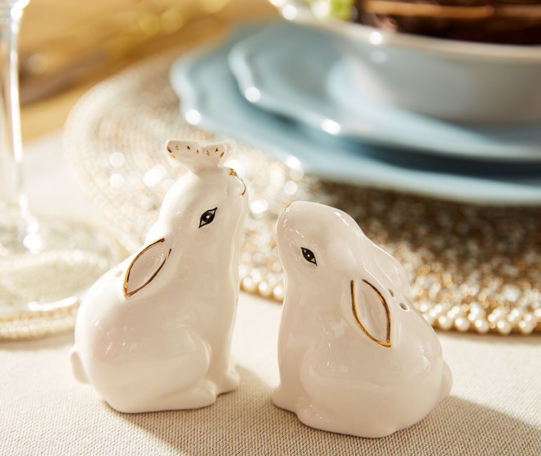 bunny salt and pepper shaker by Pier 1. Click to see even more easter decor ideas in the post!