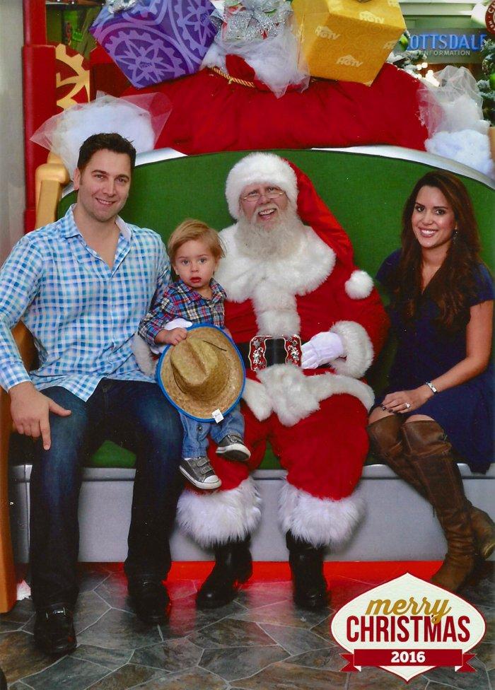 2016 HGTV SantaHQ, our experience at Scottsdale Fashion Square's beautiful HGTV SantaHQ!