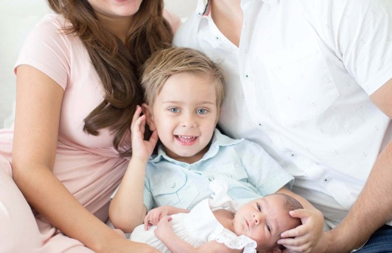 Arizona fashion blogger marlene srdic newborn photos with dream photography studio