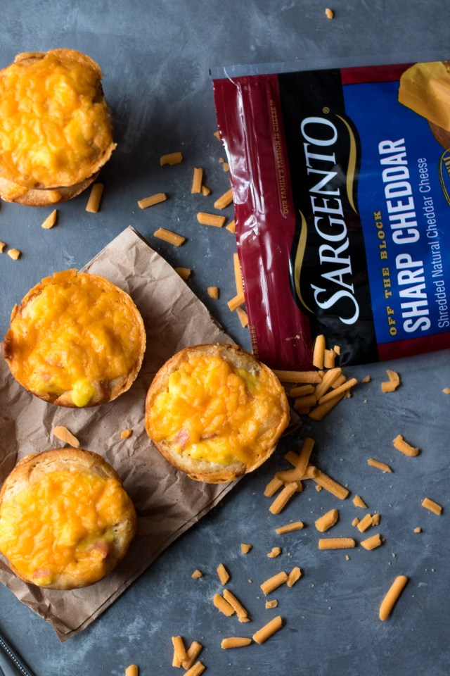 Cheesy Ham & Egg Biscuit Cups are an easy and delicious breakfast. Egg, cheese and ham all baked up in a biscuit cup is breakfast perfection!