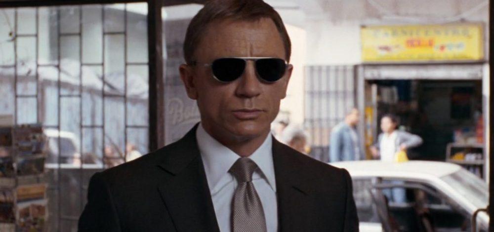 Look more confident James Bond Daniel Craig Black Suit and tie