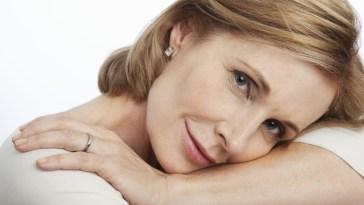 LXP Lifexpe Life Experience - Beautiful senior Smiling 40 year old woman mature makeup natural