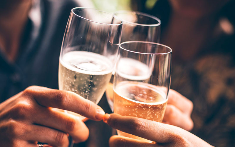 Benefits of moderate alcohol drinking